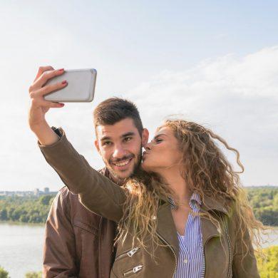 deze-compacte-selfie-stick-van-cellularline-neem-je-overal-mee-naartoe