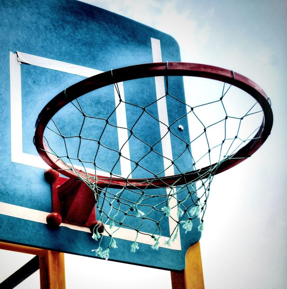sportoefeningen-zonder-apparaten-om-thuis-te-sporten