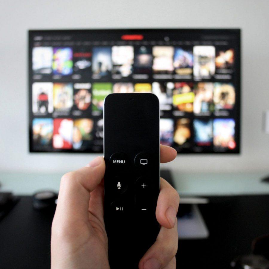 gamen-op-een-groot-scherm-projector-of-televisie